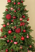 Christmas tree in room — Stockfoto