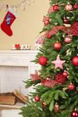 Рождественская елка в номере — Стоковое фото
