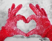 Woman's hands in red gloves — 图库照片