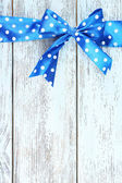 Wooden background with bow — Stock Photo