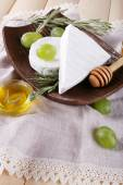 Camembert and brie cheese — Stock Photo