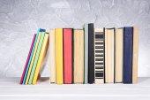 Libri sul tavolo di legno — Foto Stock