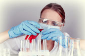 Laboratory assistant making medical test in laboratory — 图库照片