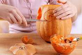 Hollowing out Halloween pumpkin — Stock Photo