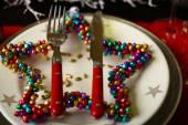 Sirviendo la mesa navideña — Foto de Stock