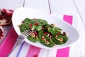 Salade fraîche avec des légumes verts — Photo