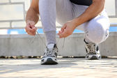 Runner tying shoelaces — Stock fotografie