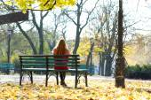 Lonely woman on bench in park — Stok fotoğraf