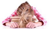 女孩读的书 — 图库照片