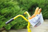 Žluté kolo a chutný chléb — Stock fotografie