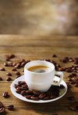 Taza de café en mesa — Foto de Stock