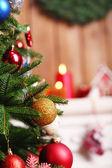 Noel süslemeleri ile şömine — Stok fotoğraf