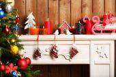 Fireplace with Christmas decorations — ストック写真