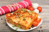 Portion of tasty lasagna, close-up — Stock Photo