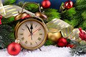Alarm clock with Christmas decorations — Foto de Stock