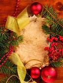 Kerstkaart op houten achtergrond — Stockfoto