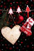 Vánoční příslušenství na černém pozadí se světly — Stock fotografie