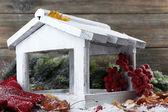 白手作りの巣箱 — ストック写真