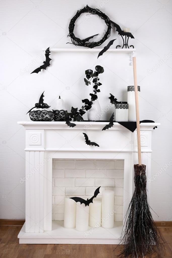 Chimenea decorativa blanca con velas foto de stock - Chimenea blanca decorativa ...