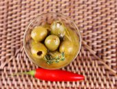 Aceitunas verdes en aceite — Foto de Stock