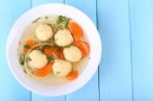 Soupe aux boulettes de viande et nouilles — Photo