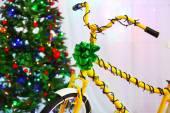 Bicycle near Christmas tree — Stock fotografie