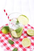 Lemonade in glass on napkin — 图库照片