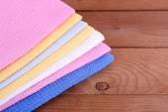 Kolorowe serwetki na stół drewniany — Zdjęcie stockowe
