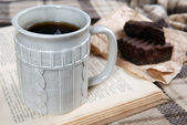 Cup of tea with book — Stockfoto