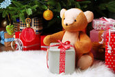 Orsacchiotto e scatole regalo — Foto Stock