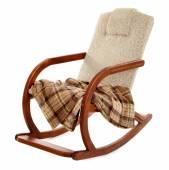Balanço-cadeira moderna com tapete isolado no branco — Fotografia Stock