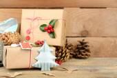 Kerstmis samenstelling met de hand gemaakte giften — Stockfoto
