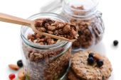 Tasty Granola in bowl — Stock Photo