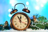 Clock and Christmas decorations — Stockfoto
