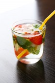 Cocktail with ice cubes — Stock Photo