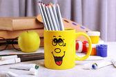 Emotionale Cup mit Bleistifte — Stockfoto
