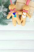 Gingerbread men and fir tree — Stock Photo