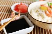 Gekochter Reis mit Garnelen — Stockfoto