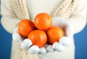 Fresh ripe mandarins in female hands, close-up — Stock Photo
