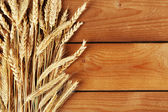 Spikelets of wheat on wood — Stockfoto