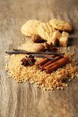 Noel baharat ve ahşap arka plan üzerinde fırın malzemeleri — Stok fotoğraf