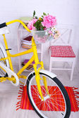 Yellow retro bicycle in spacious bright room — Foto Stock