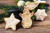 Gingerbread cookies with Christmas decoration on wooden table background — Foto de Stock