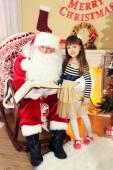 Père Noël avec petite fille — Photo