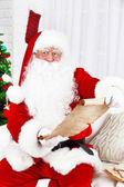 Babbo Natale con la lista di regali — Foto Stock