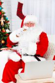 Santa Claus with gift boxes — ストック写真