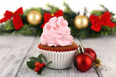 Cup-cake with Christmas decoration on wooden surface background — Photo