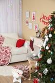 Beautiful Christmas interior with sofa, decorative fireplace and fir tree — Stockfoto
