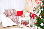 Beautiful Christmas interior with sofa, decorative fireplace and fir tree — Stock fotografie