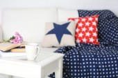 Apartment interior in white color with bright decorative elements — Stock Photo